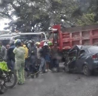 Cuatro jugadores del club aficionado Aston Villa murieron en un accidente de tránsito que se presentó en La vía de Cali a Candelaria.