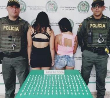 Dos mujeres menores de edad, fueron aprehendidas y se les halló en su poder 180 dosis de base de cocaína