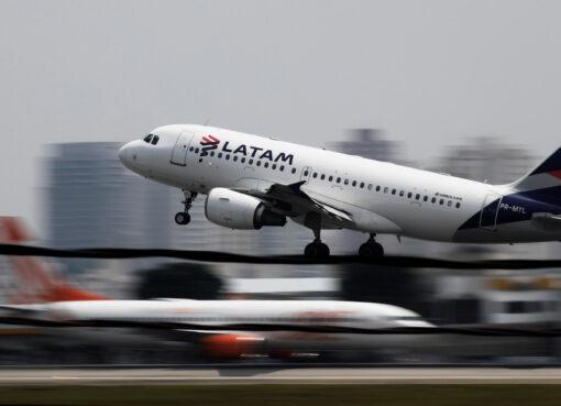 La aerolínea Latam después de acogerse a la ley 11 de bancarrota en los Estados Unidos, despidió a 1.400 de sus trabajadores.