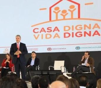 Cerca de 5 mil familias en 16 municipios del país se beneficiarán con mejoramientos del programa Casa Digna Vida Digna, por valor de $56.200 millones