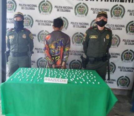 En el sector de la cueva del humo vía pública, se capturó a un sujeto con 120 dosis de bazuco