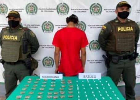 Un menor de 17 años de edad a quien la policía le hallan 44 dosis marihuana y 45 dosis de bazuco, fue aprehendido por las autoridades de La Tebaida