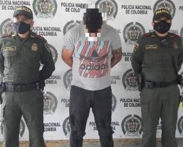 Un sujeto que golpeó a un menor de edad y un a agente de policía fue capturado por las autoridades quindianas