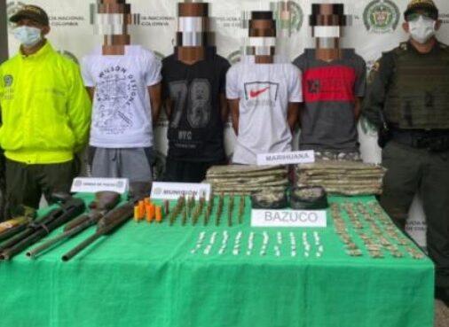 """Cuatro venezolanos que hacían parte del de la banda delincuencial """"LOS DE LA 18"""", fueron capturados con armas de fuego y con estupefacientes"""