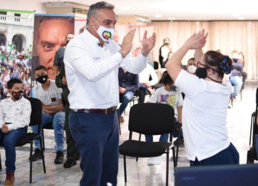 El Gobernador del Quindío, fue el ganador del premio 'Construyendo Sueños' por la Niñez, de Colombia Líder