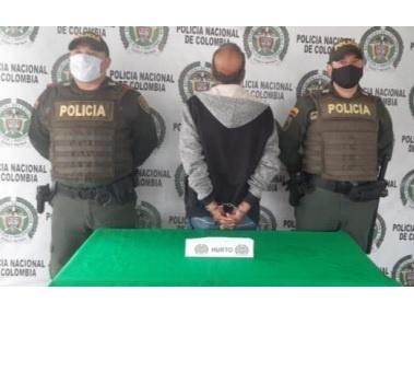 Un hombre de 64 años de edad, el cual se hurtó de un establecimiento comercial del centro de Armenia, 9 cajas de cuchillas, 3 con 36 cartuchos de repuestos, fue capturado por la policía