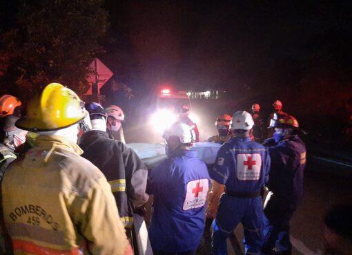 Un conductor de un tractocamion, falleció cuando perdió los frenos del vehículo y cayó a un abismo, hechos presentados en el sector de la curva el Pegaso en la vía la Línea