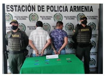 En el centro de Armenia se capturaron a dos delincuentes que, pretendían hurtarle el dinero a una ciudadana en un cajero electrónico