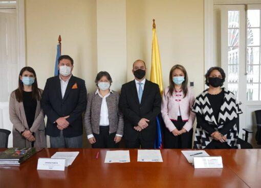 El Ministerio de Cultura y el Programa de las Naciones Unidas para el Desarrollo en Colombia firmaron un acuerdo para impulsar emprendimientos naranjas en 20 municipios del país