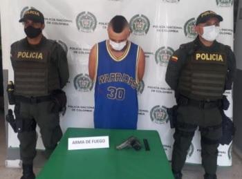 En el barrio Portal de Pinares se aprehende a un menor de edad quien tenía en su poder una pistola calibre 7.65 milímetros