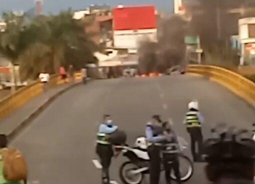 Manifestantes se rehúsan a desbloquear la carrera 18 sobre la calle 26
