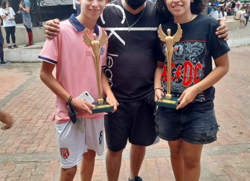 Dos premios alcanzó Zaltacharcos de Barcelona en Festival de zanqueros en Neiva